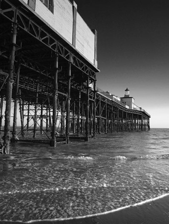 Photograph of Hastings Pier by photographer Jon 'Huldrick' Wilhelm.