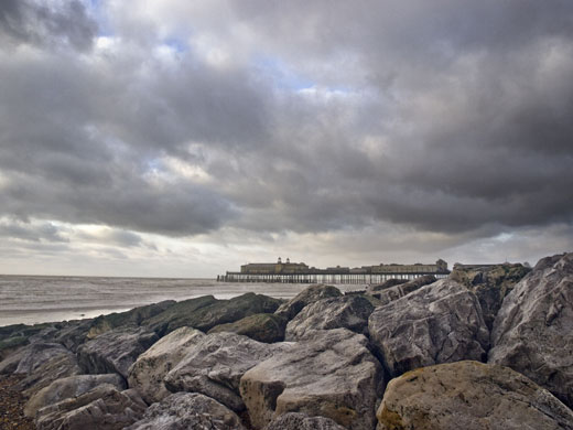 Photograph of Hastings Pier and Rocks by Hastings photographer Jon Wilhelm
